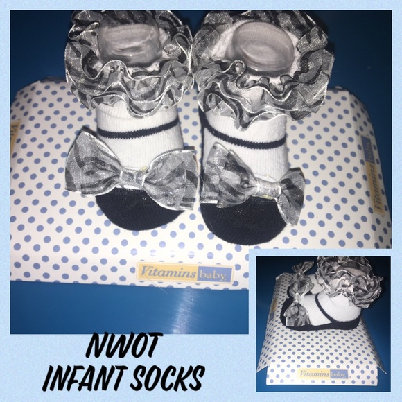 Vitamins Baby Other - NWOT Vitamins Baby Infant Socks
